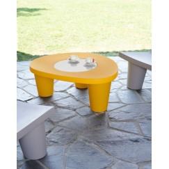 Low lita stolek se zábavným i elegantním designem zároveň